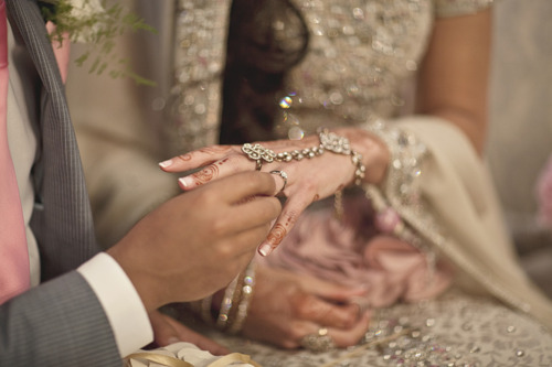 wedding-hands190312